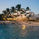 "Golden Bay Galápagos <img src=""http://turismoaccesible.ec/site/wp-content/uploads/accesibilidad/semaforo_alto1.png""  width=""150px"">"